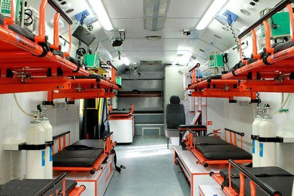 انتقال حجاج بیمار به عرفات توسط اتوبوس آمبولانس