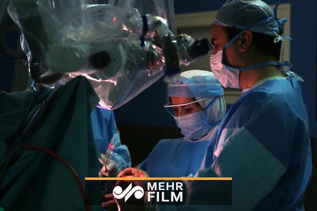 جراحی مغز بدون بیهوشی برای نخستین بار در مشهد